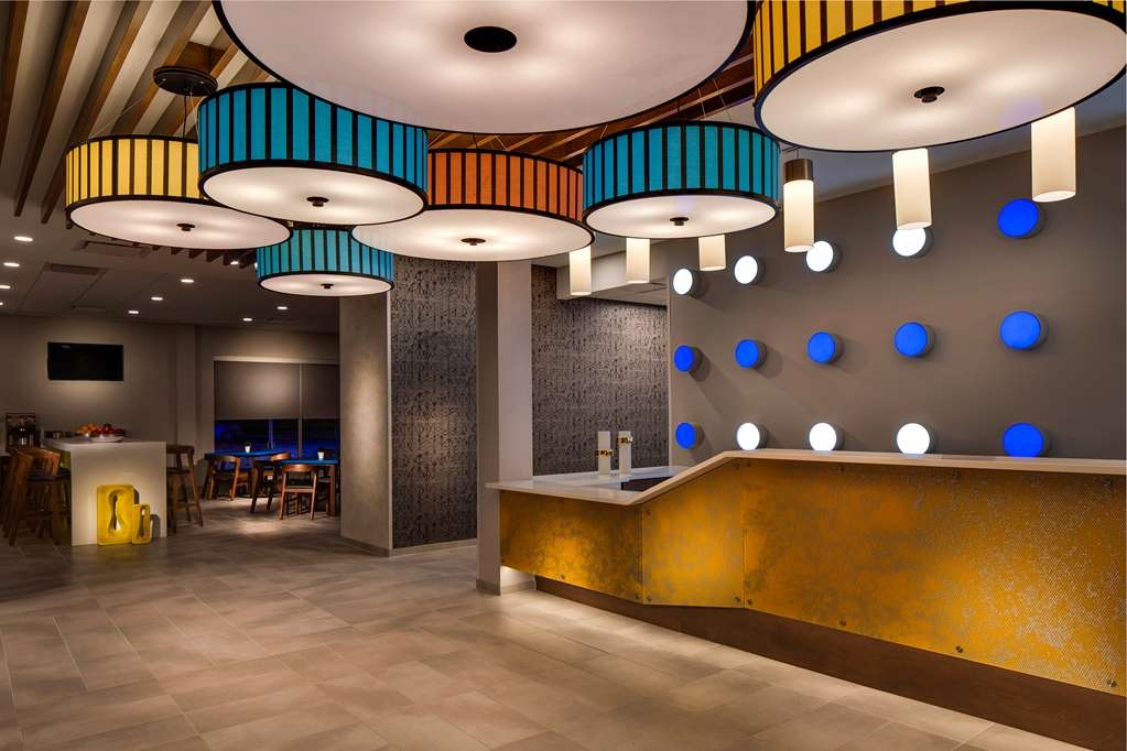 GLo Best Western Kanata Ottawa West - Experience the true meaning of a bright, bold and rewarding style at the GLō Best Western Kanata Ottawa West.