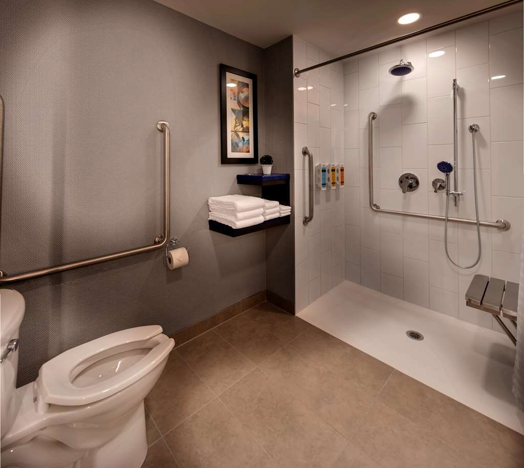 GLo Best Western Kanata Ottawa West - We designed our mobility accessible rooms for easy access.
