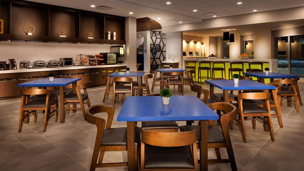 GLo Best Western Kanata Ottawa West - Fuel up on a complimentary breakfast before heading out to Ottawa's best attractions.