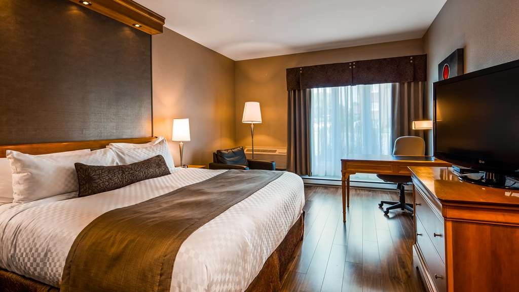 Best Western Premier Hotel Aristocrate - Couples and corporate travellers appreciate our hospitality and the luxury room setting. Our Signature King size bed room is 258 square feet.