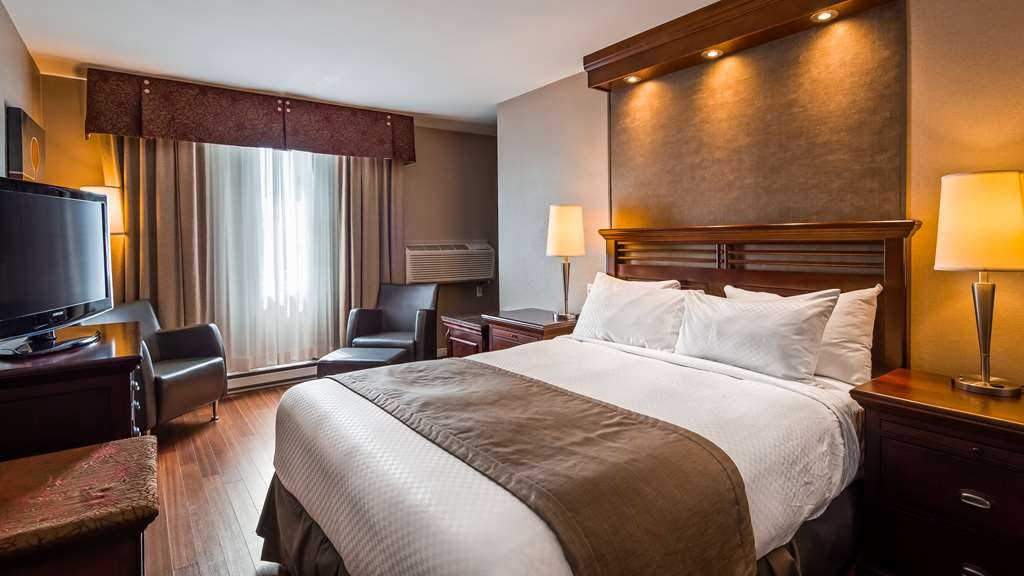 Best Western Premier Hotel Aristocrate - Best Western Premier Hotel Aristocrate offers elegant guest rooms that make you feel at home. Our Comfort one Queen size bed room is 246 square feet.