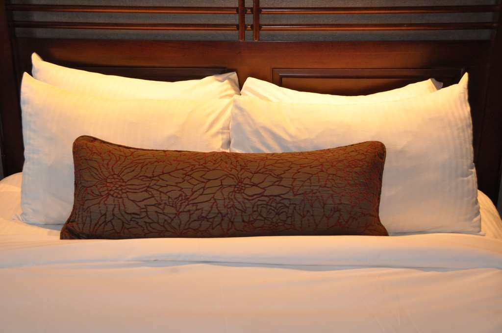 Best Western Premier Hotel Aristocrate - For a good night sleep we are offering deluxe bedding and hypoallergenic goose down comforters. Simmons superior pillow-top mattress.