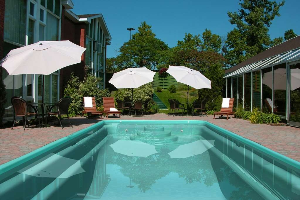 Best Western Hotel St. Jerome - Our outdoor pool is the perfect place to swim some early morning laps or enjoy an afternoon dip.