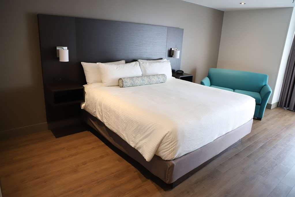Best Western Hotel St. Jerome - Profitez du confort d'un lit King.