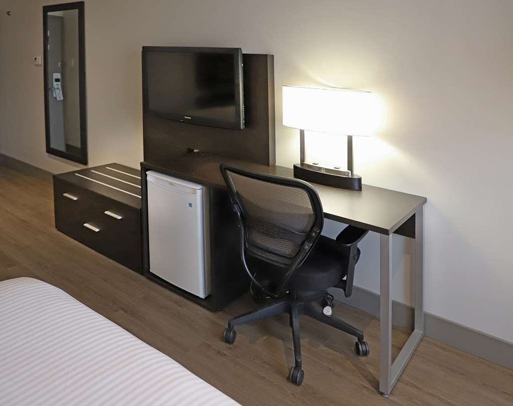 Best Western Hotel St. Jerome - All rooms have a work desk and a mini fridge
