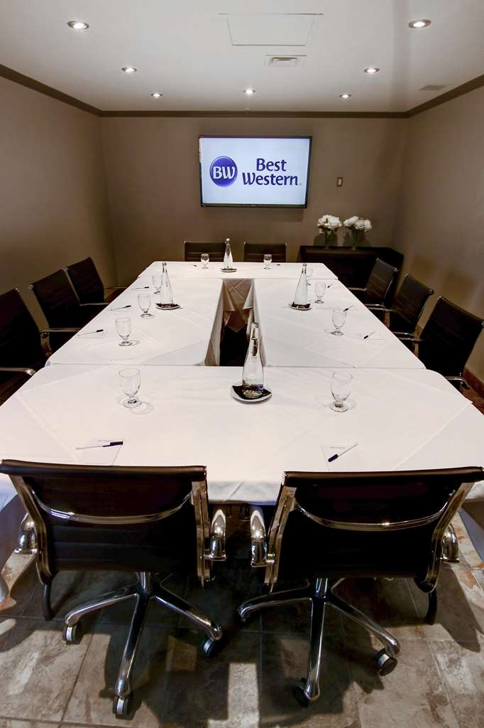 Best Western Hotel St. Jerome - Boardroom Bellefeuille is perfect for an effective meeting
