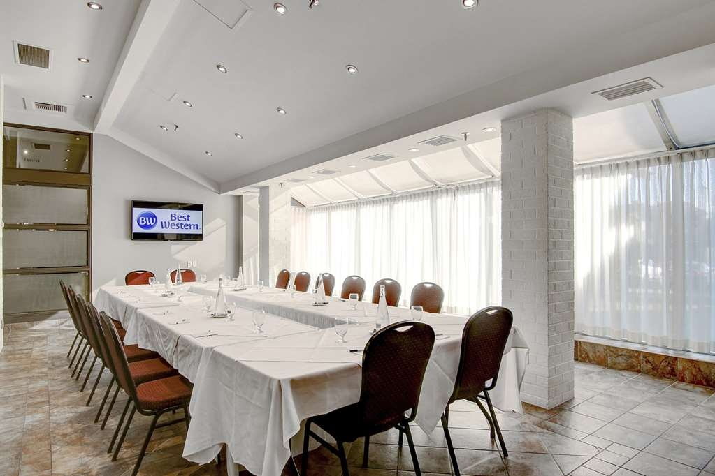 Best Western Hotel St. Jerome - Room Laroche is perfect for your business meetings