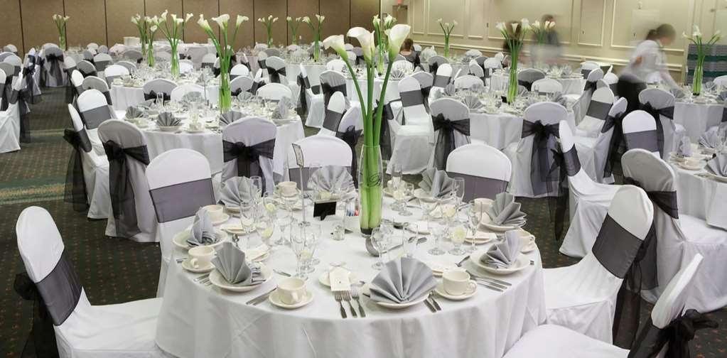 Best Western Hotel St. Jerome - La Salle Métropolitaine est l'une de nos six salles de banquet pouvant accueillir jusqu'à 300 personnes.