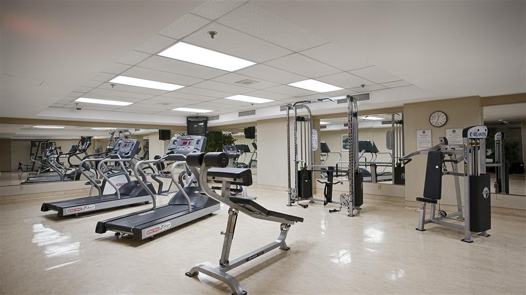 Best Western Ville-Marie Montreal Hotel & Suites - Burn additional calories while on the road at our on-site fitness center.