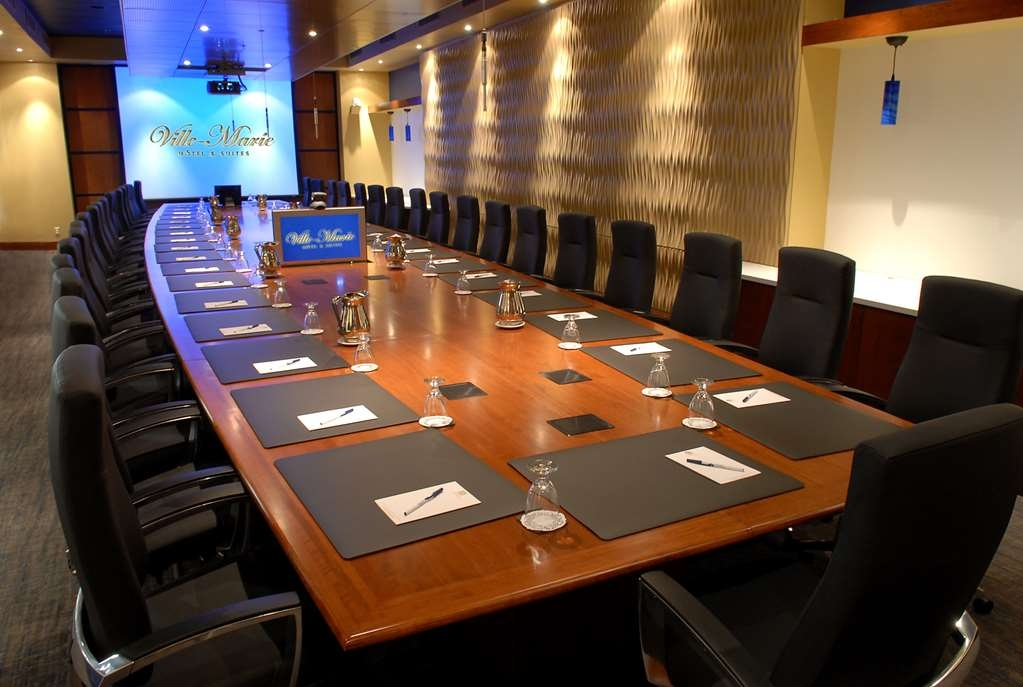 Best Western Ville-Marie Montreal Hotel & Suites - The Salon Ville-Marie conference room is equipped with video conferencing, teleconferencing and multimedia facilities.
