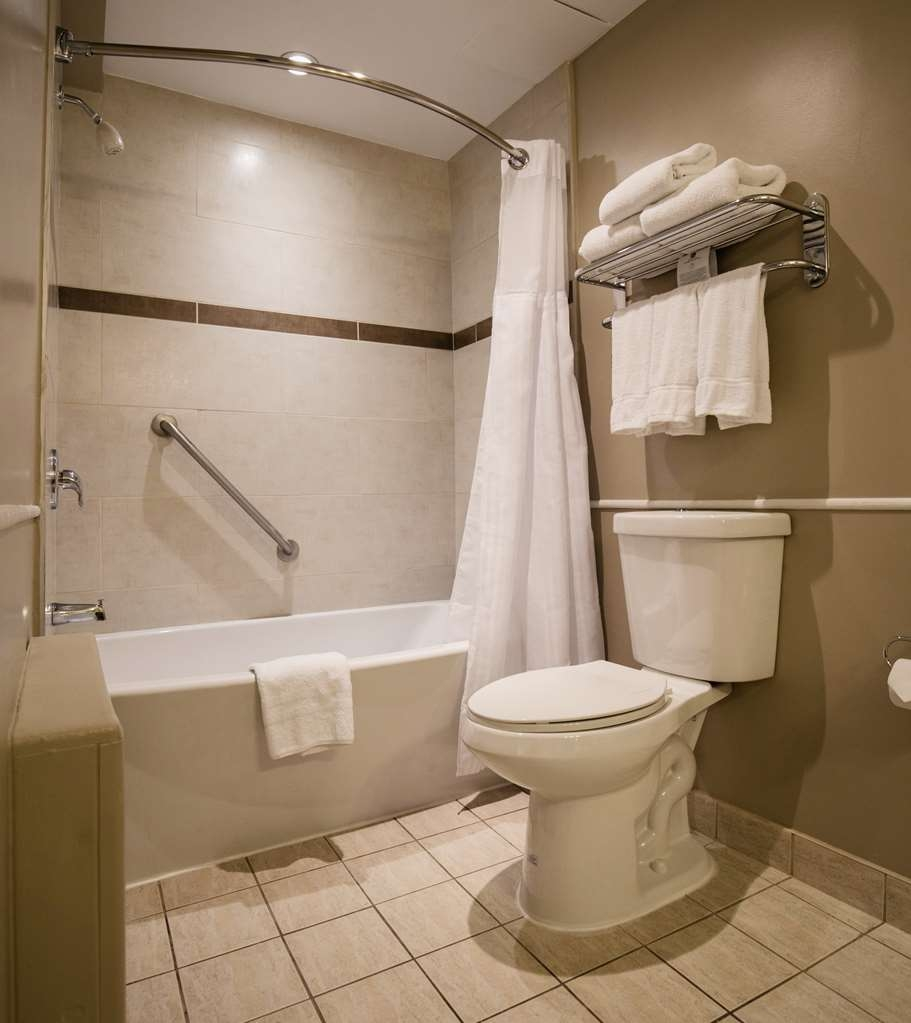 Best Western Ville-Marie Montreal Hotel & Suites - All guest bathrooms have a large vanity with plenty of room to unpack the necessities.