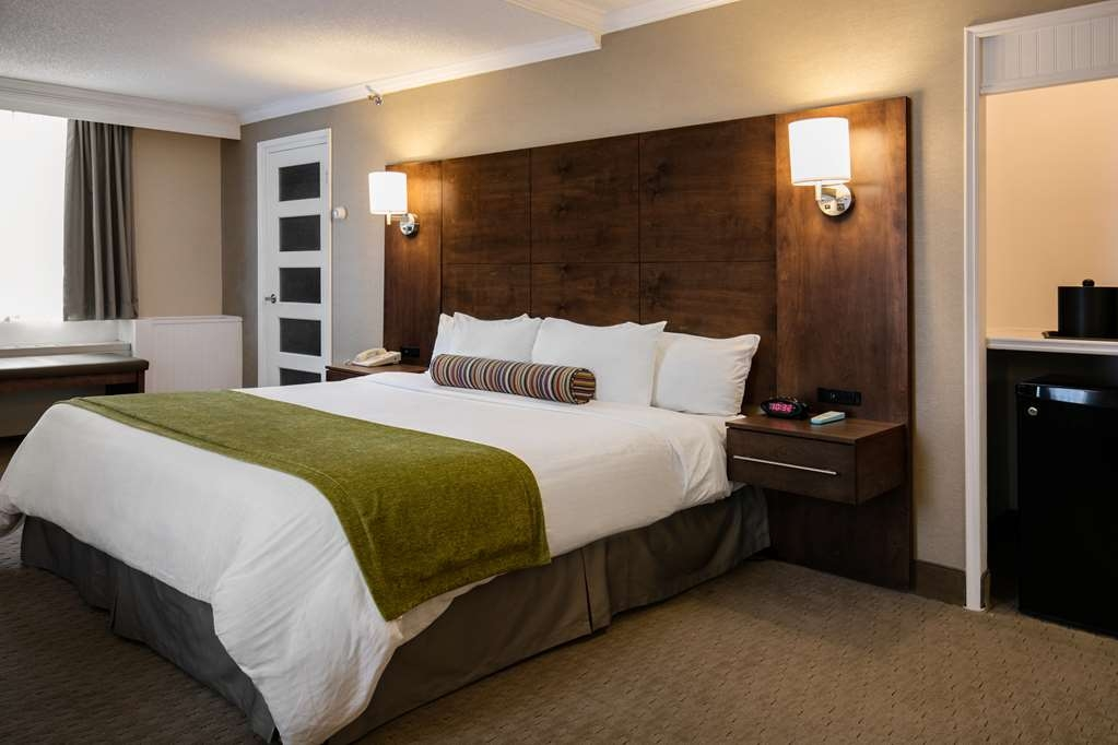 Best Western Ville-Marie Montreal Hotel & Suites - This well appointed suite king features a sofa bed, flat screen TV and free wireless high-speed Internet.