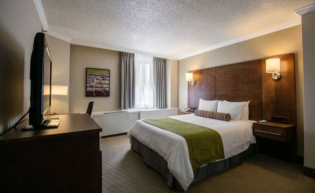 Best Western Ville-Marie Montreal Hotel & Suites - Room with one double bed