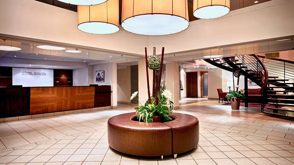 Best Western Plus Montreal Downtown-Hotel Europa - Our multilingual staff is available to answer your questions 24-hours a day.
