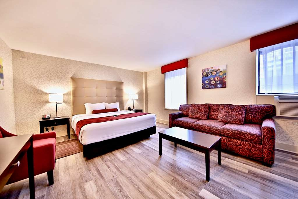 Best Western Plus Montreal Downtown-Hotel Europa - Enjoy our large King Executive guest room equipped with a sofa bed in case your friend decides to sleep over