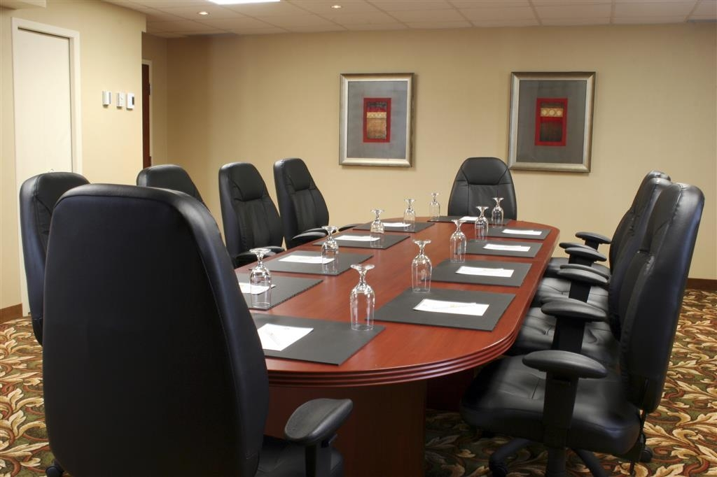 Best Western Plus Gatineau-Ottawa - Our meeting rooms are the ideal setting for corporate events. Call our staff to book today!