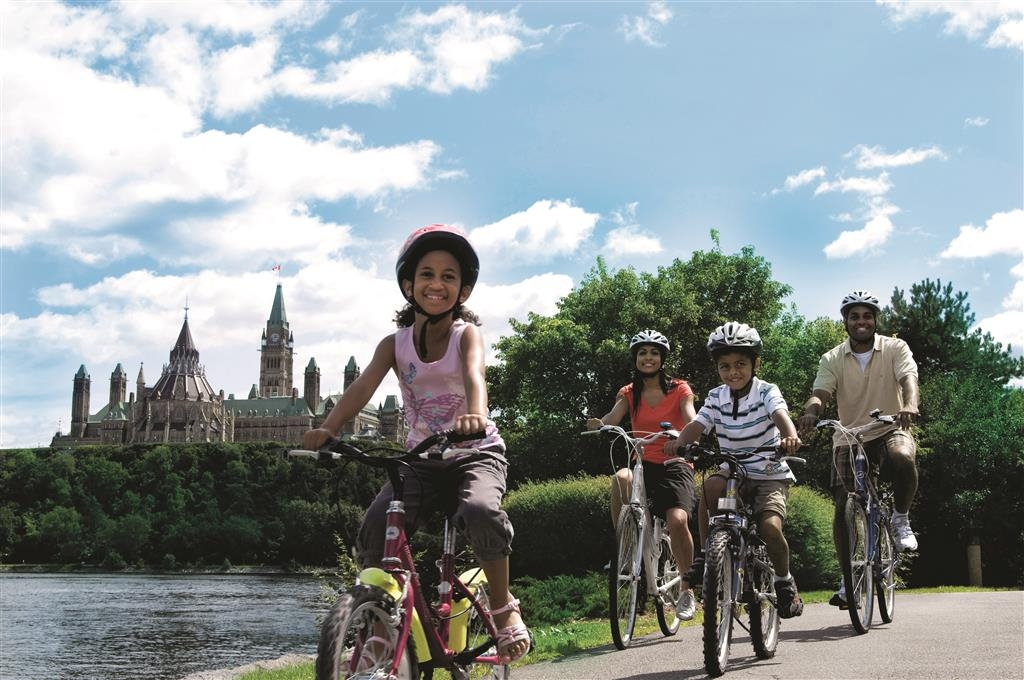 Best Western Plus Gatineau-Ottawa - Bring the kids for some adventure and cycle through our city.
