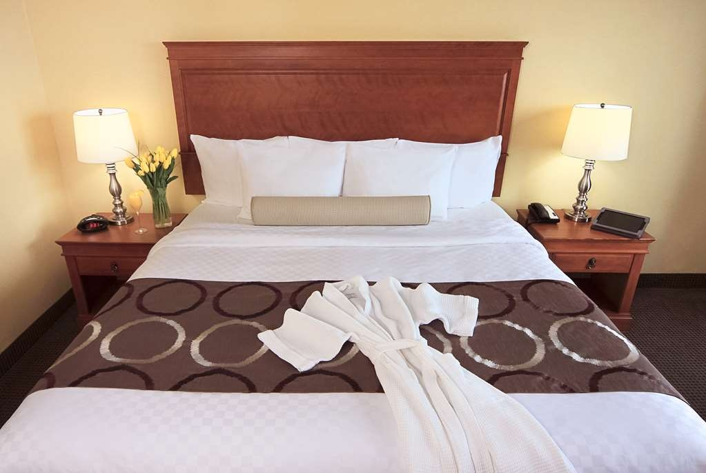 Best Western Plus Gatineau-Ottawa - Stretch out, relax and enjoy our Luxurious Pillow Top Mattresses.