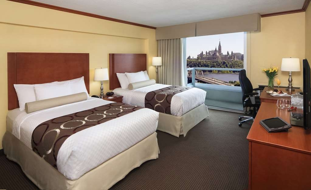 Best Western Plus Gatineau-Ottawa - Book our 2 double beds guest room with Parliament view with Balcony.