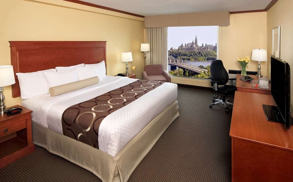 Best Western Plus Gatineau-Ottawa - Our king Parliament view room is spacious and offers you a comfortable place to unwind.