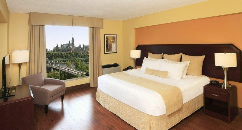 Best Western Plus Gatineau-Ottawa - Our spacious executive king suite comes fully equipped with wood flooring and a queen sofa bed in the separate living room.
