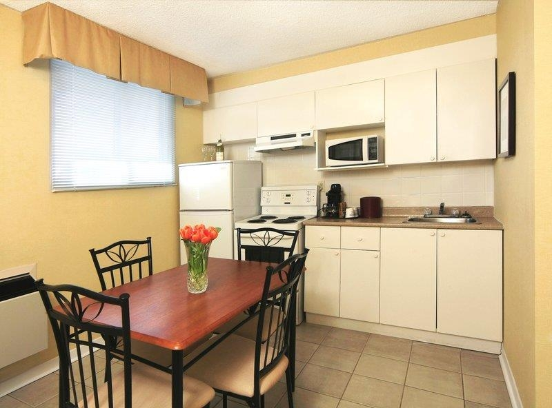 Best Western Plus Gatineau-Ottawa - Staying awhile? Try our queen kitchenette suite featuring a full kitchen.