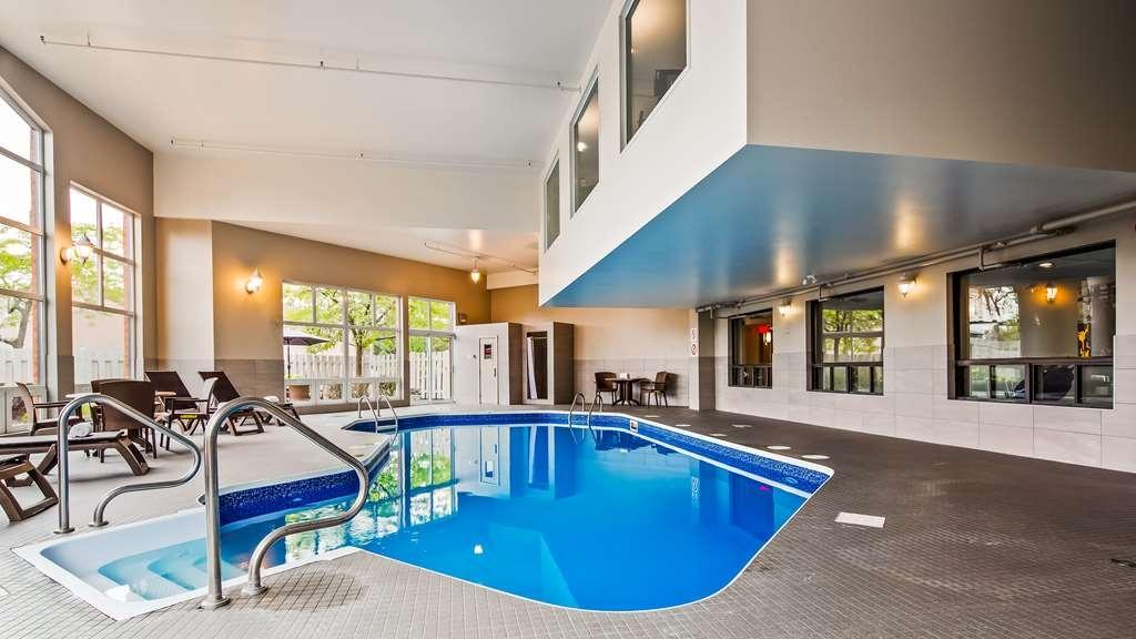 Best Western Hotel Brossard - Vue de la piscine