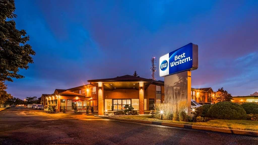 Best Western Hotel Brossard - Hotel Exterior