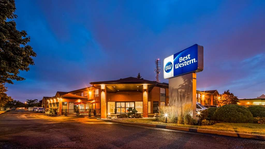Best Western Hotel Brossard - Facciata dell'albergo