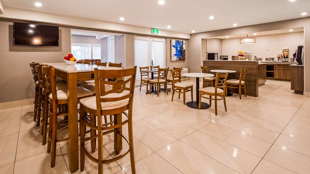 Best Western Hotel Brossard - Breakfast Area