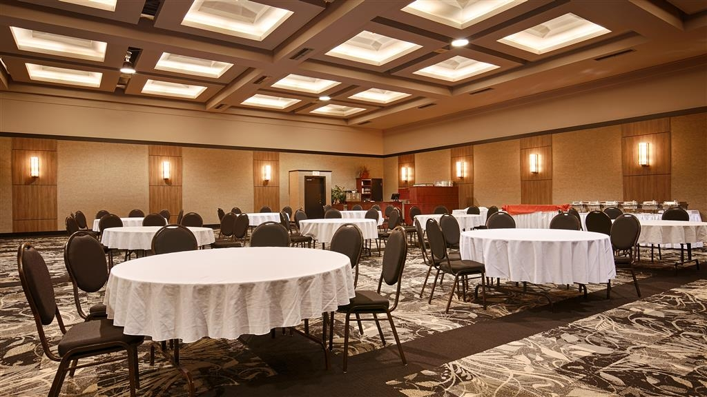 Best Western Hotel Universel Drummondville - We can plan your next affair in one of our 14 meeting rooms, call us today and inquire.