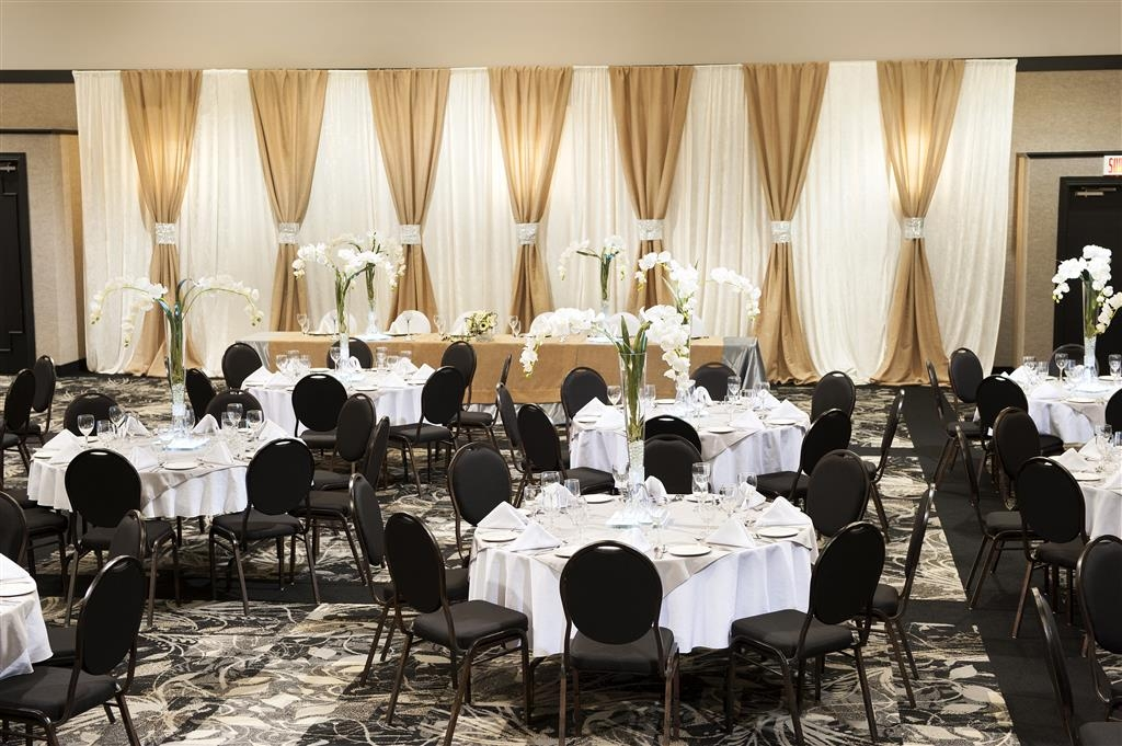 Best Western Hotel Universel Drummondville - Need a wedding venue? With our dedicated staff we can assist to make your day perfect.