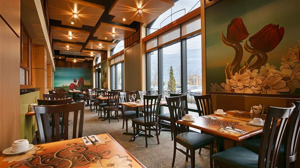 Best Western Hotel Universel Drummondville - Dine in at the La Verrière Restaurant and enjoy our French and Canadian cuisines.