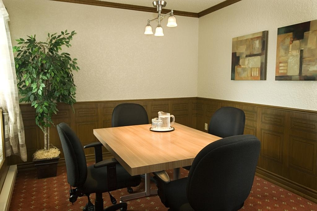 Best Western Hotel Universel Drummondville - Audio/Visual capabilities and catering are available to make your meeting successful.