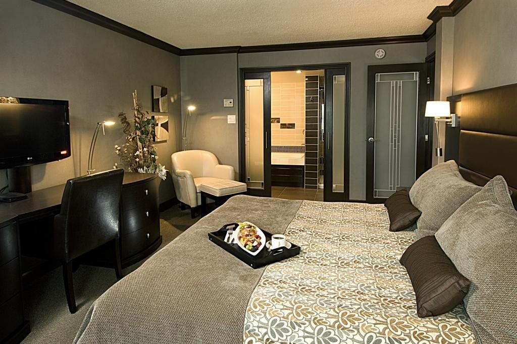 Best Western Hotel Universel Drummondville - Enjoy a romantic getaway by treating yourself to a memorable stay in our Presidential suite.