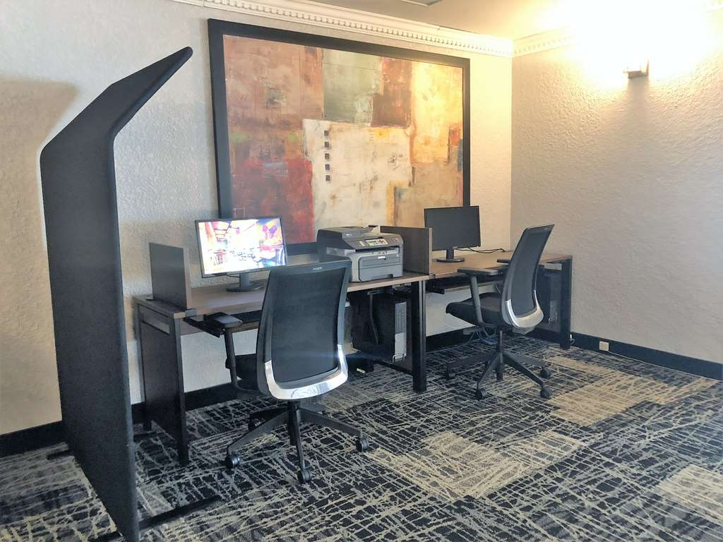Best Western Hotel Universel Drummondville - Our business center is available for you to browse the web using free high speed Internet.