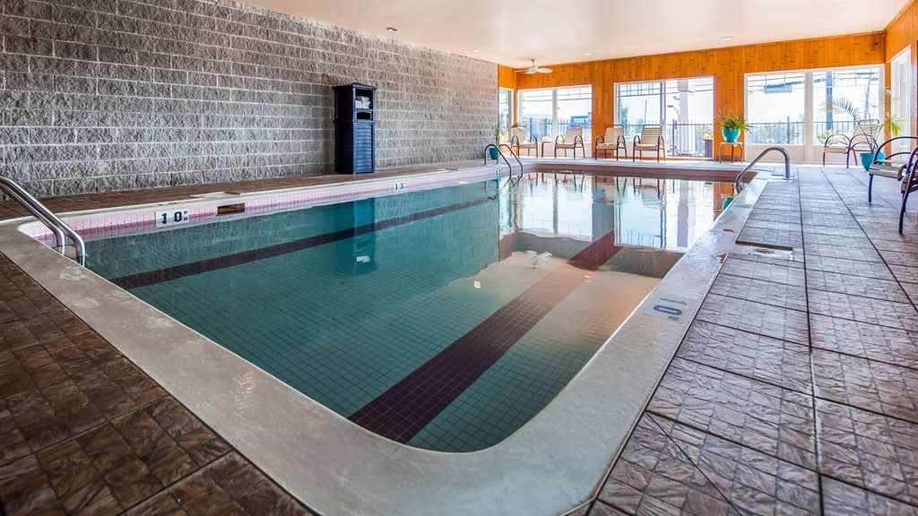 Best Western Plus Mont-Laurier - Poolansicht