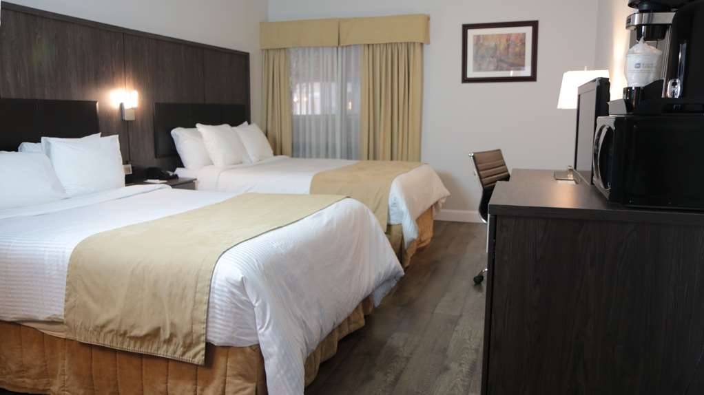 Best Western Laval-Montreal - If you are traveling with your family or group of friends opt for our double queen bedroom.