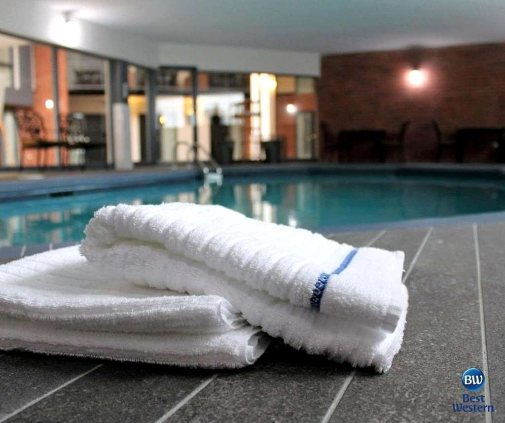 Best Western Laval-Montreal - Splash around and have fun with the family in our indoor pool for endless hours of fun.