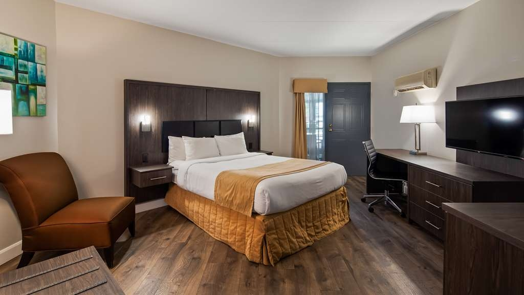Best Western Laval-Montreal - Queen room with balcony