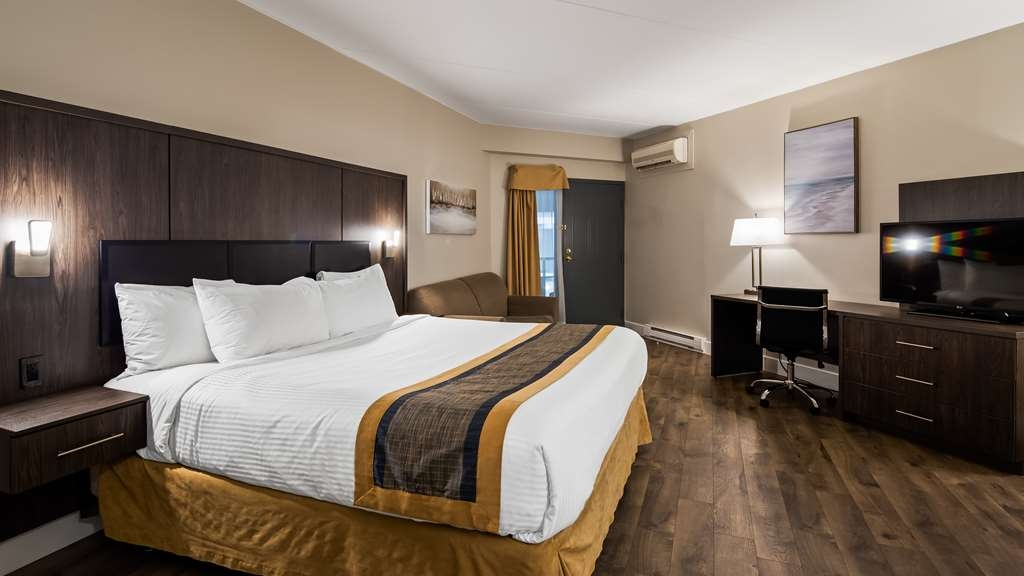 Best Western Laval-Montreal - King room with balcony