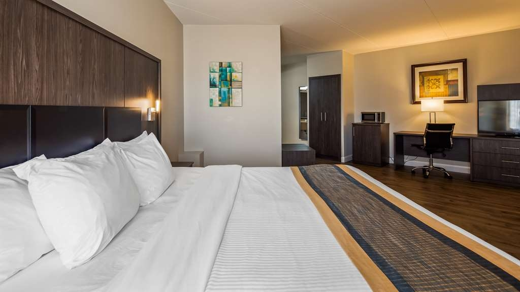 Best Western Laval-Montreal - King Suite