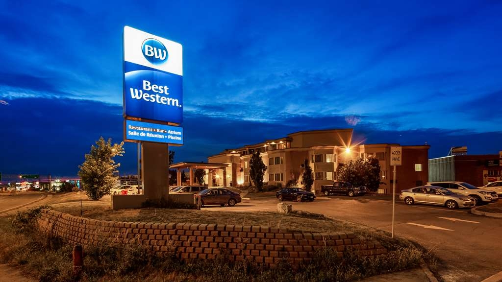 Best Western Laval-Montreal - Hotel Exterior Night