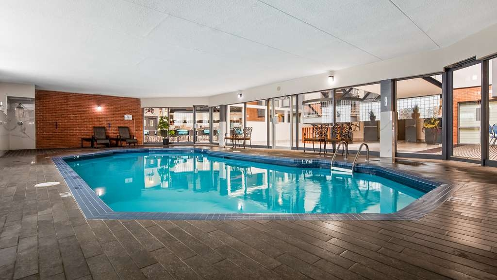 Best Western Laval-Montreal - Poolansicht