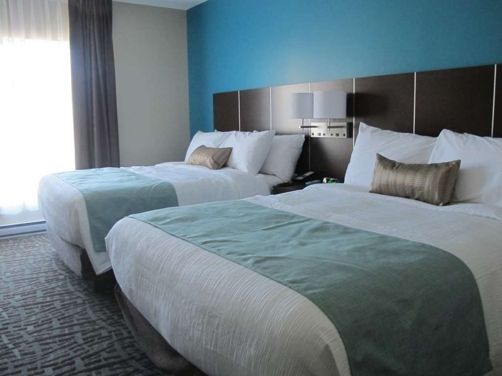 Best Western Plus Hotel Montreal - Standard Two Queen Bed Guest Room