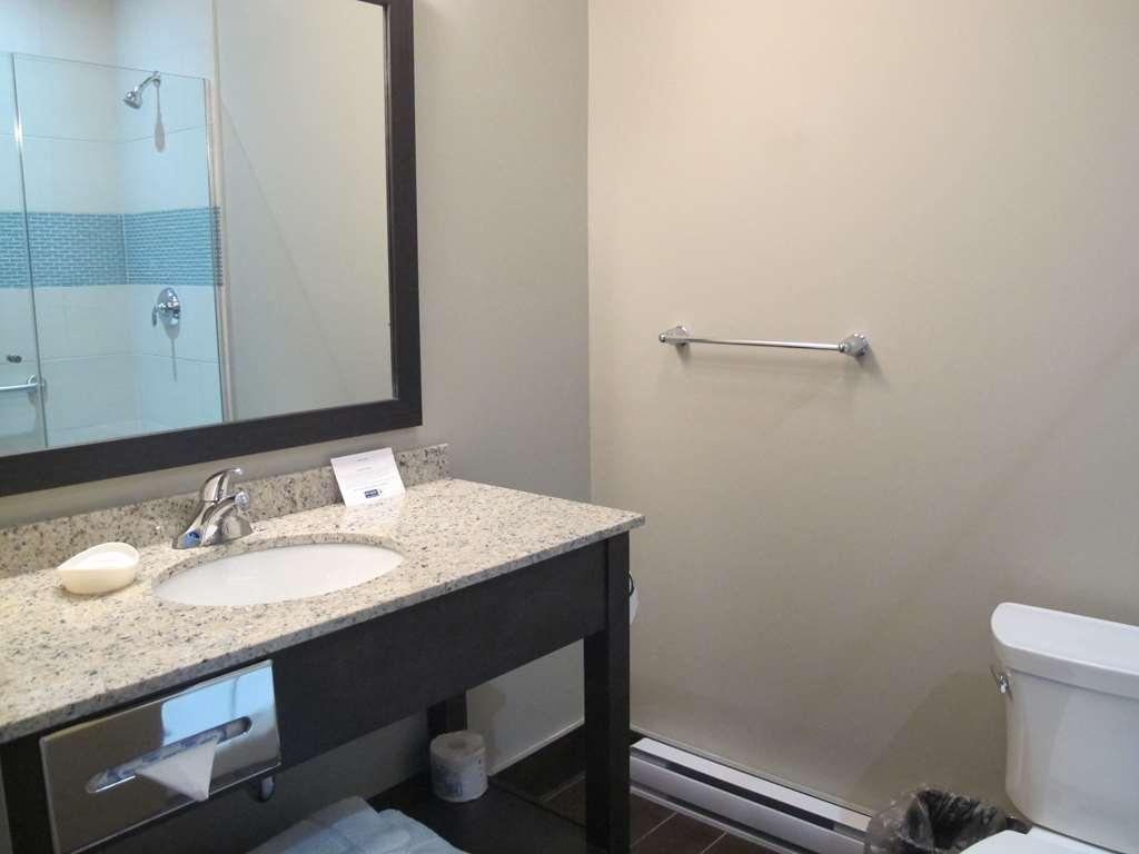 Best Western Plus Hotel Montreal - Guest Bathroom