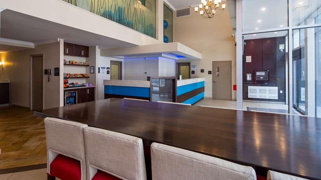 Best Western Plus Hotel Montreal - Vista del vestíbulo
