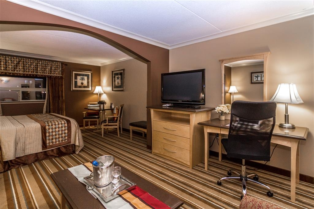 Best Western Marquis Inn & Suites - Whether your here for work or site seeing our suite king bedroom is the perfect room choice.