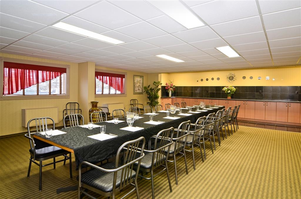 Best Western Marquis Inn & Suites - Hold your next big business meeting in our meeting room.