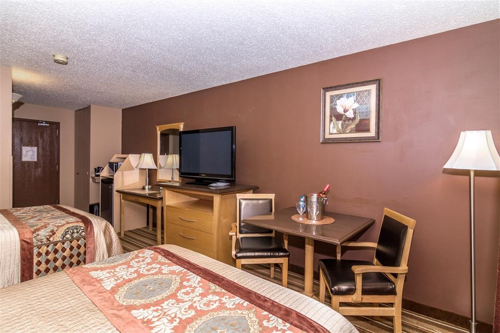 Best Western Marquis Inn & Suites - Indulge yourself in our warm, welcoming and inviting double queen room.